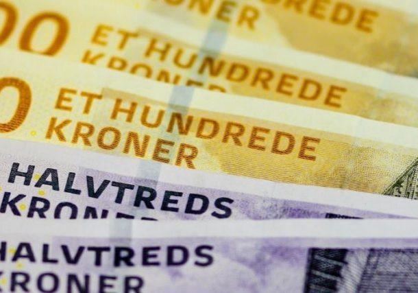 100 Danish Kroner