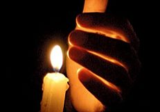 hand+and+candle+in+darkness.jpg
